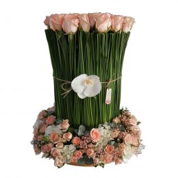 Standing Roses With Steal Grass (Flowers Peach,White)